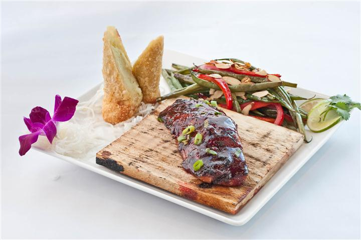 Beef glazed with chef specialty sauce served along with string beans and tempura