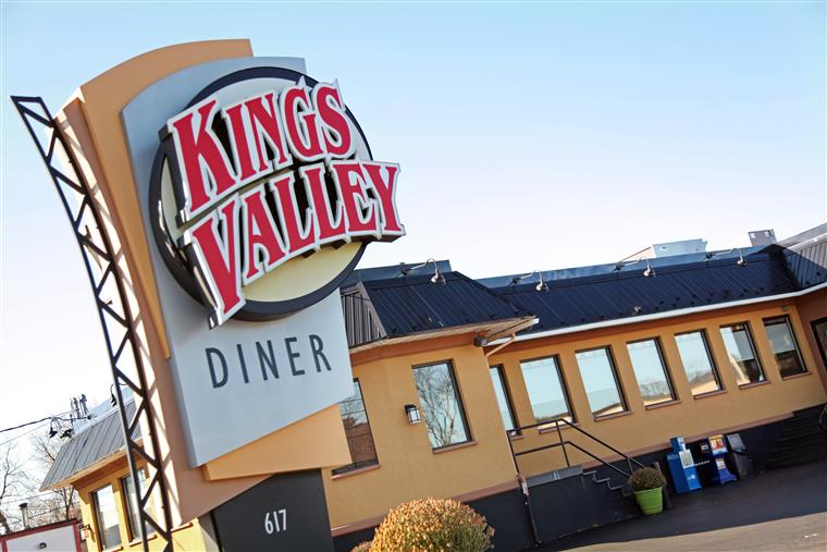Kings Valley Diner sign by road in front of diner