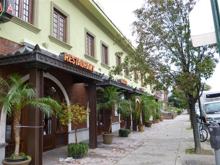 outside view of europa pizzeria and restaurant
