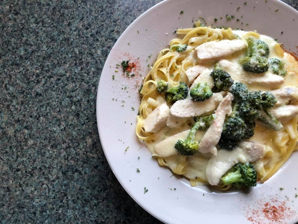 pasta alfredo with chicken and broccoli