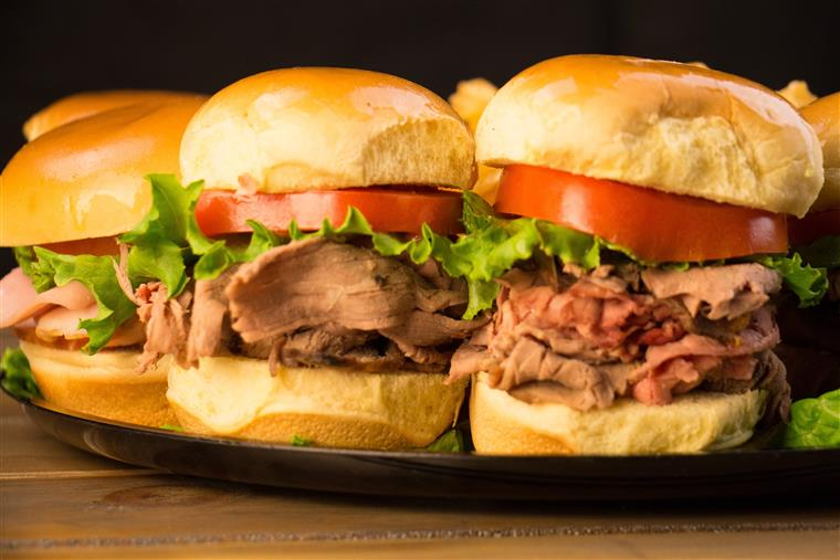 roast beef sliders with lettuce and tomato