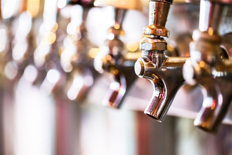 Draught beer taps with handles