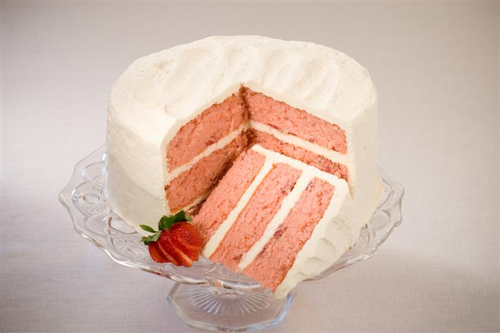 Strawberry cake with sliced straw berries on the side