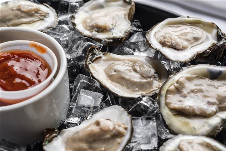 raw oysters sitting over ice
