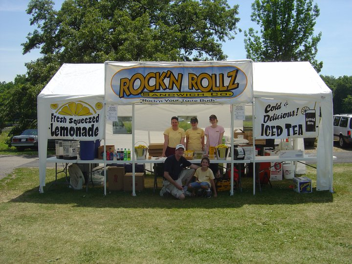 Rock'n Rollz kiosk with fresh squeezed lemonade and cold delicious iced tea