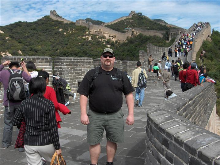 A man posing on the Great Wall in China