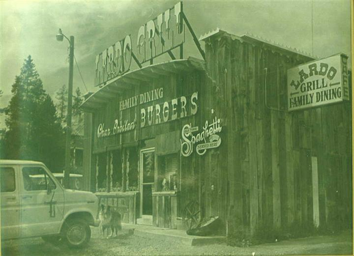 Outdoor black and white picture of Lardo's Grill & Saloon