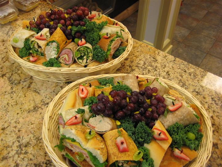 Sandwich and wrap halves in baskets