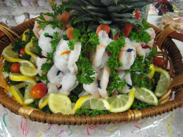 Shrimp in a platter with fruits and vegetables