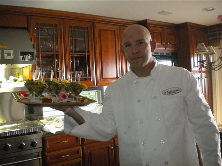 Cheff holding a platter of horderves