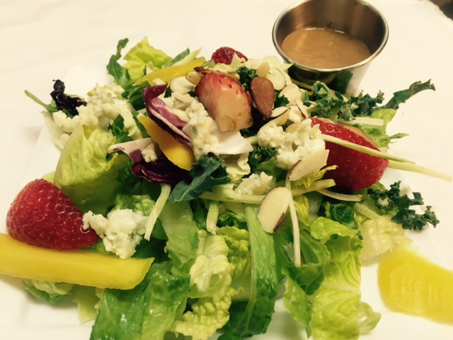 salad with bleu cheese and strawberries
