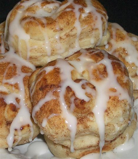 Cinnamon buns with glaze