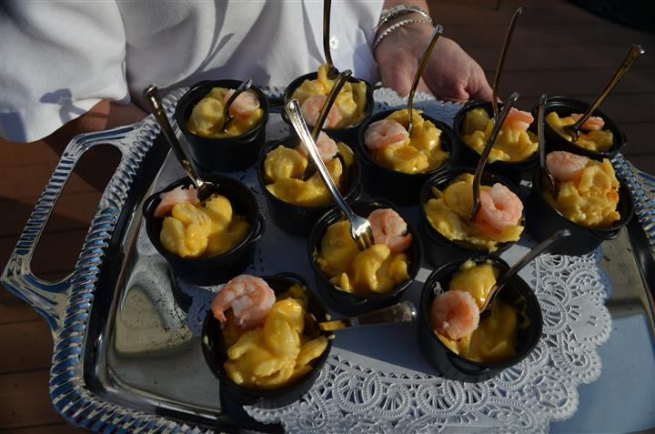 Shrimp dishes in a mini pot