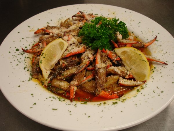 sauteed crab claws with lemon wedges