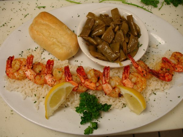 gshrimp scampi over rice with green beans and bread on the side