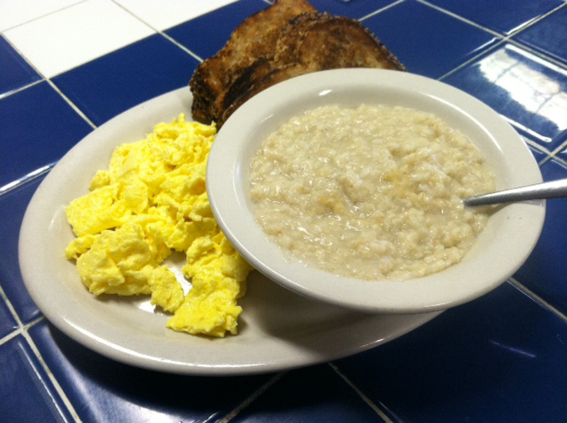 eggs with grits and toast