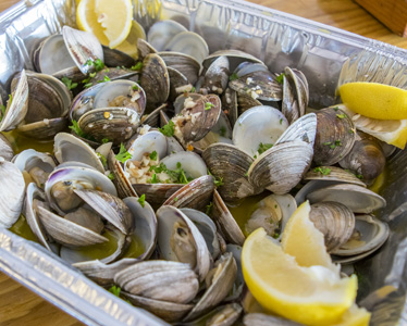steamed clams with parsley and lemon
