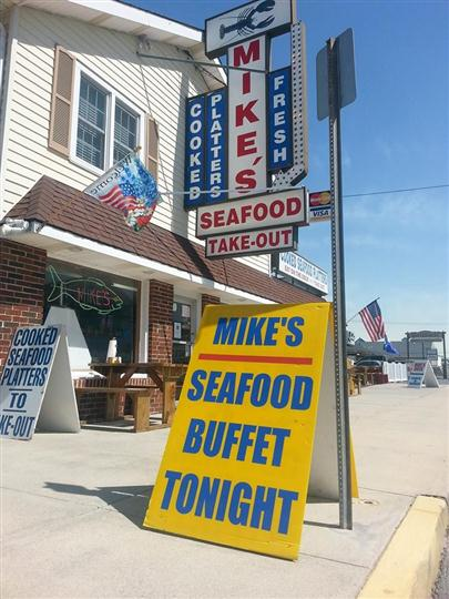 "a sign that says ""Mike's seafood buffet tonight"""