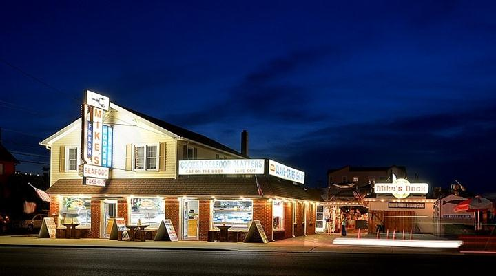 outdoor view of mike's seafood storefront at night