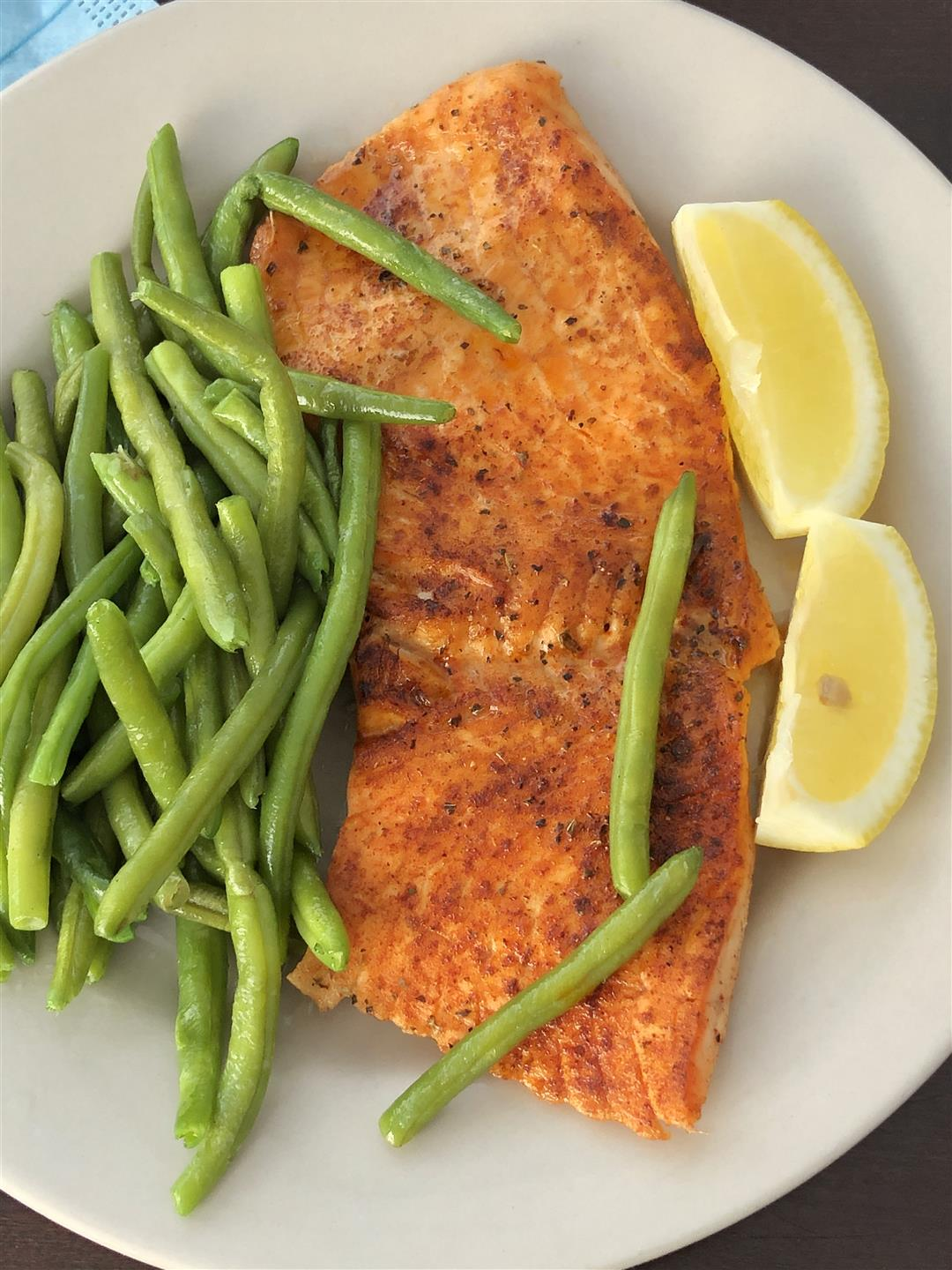 Broiled Salmon with green string beans