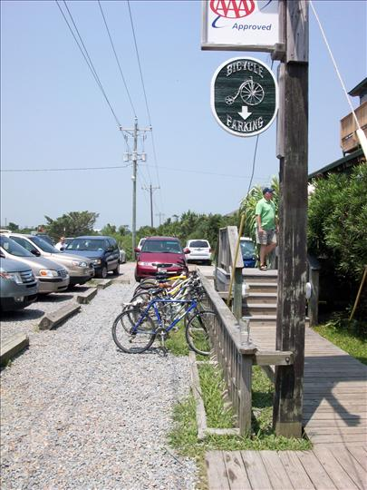 Howard's Pub parking lot showing cars and bicycles.