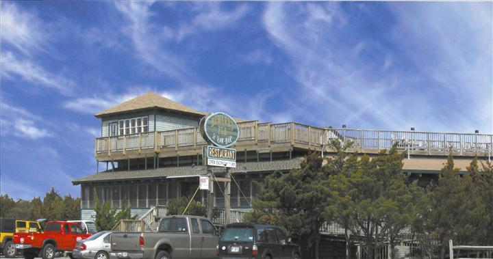 Howard's Pub exterior of restaurant showing multiple levels from April 2009
