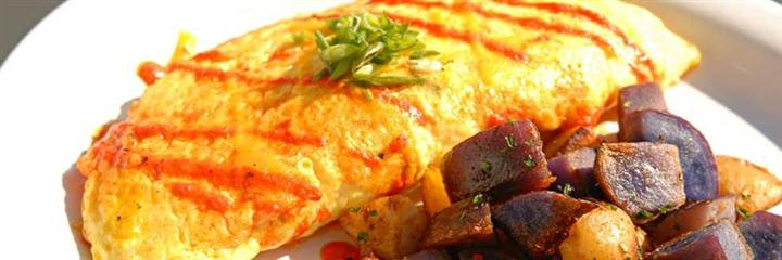 Omelette with potato wedges