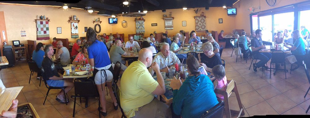 full dining room at dixie belle's cafe