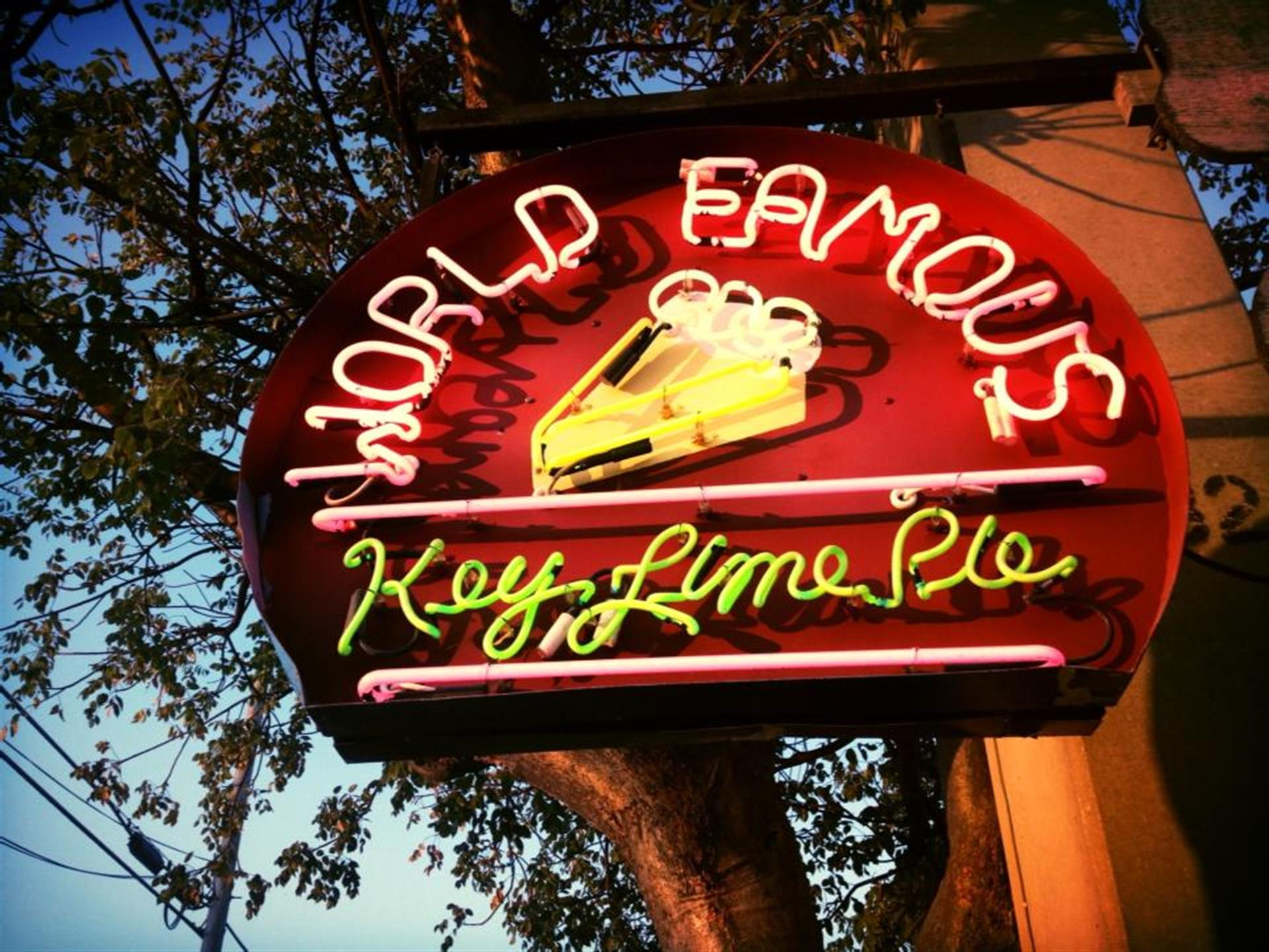 world famous keylime pie neon sign