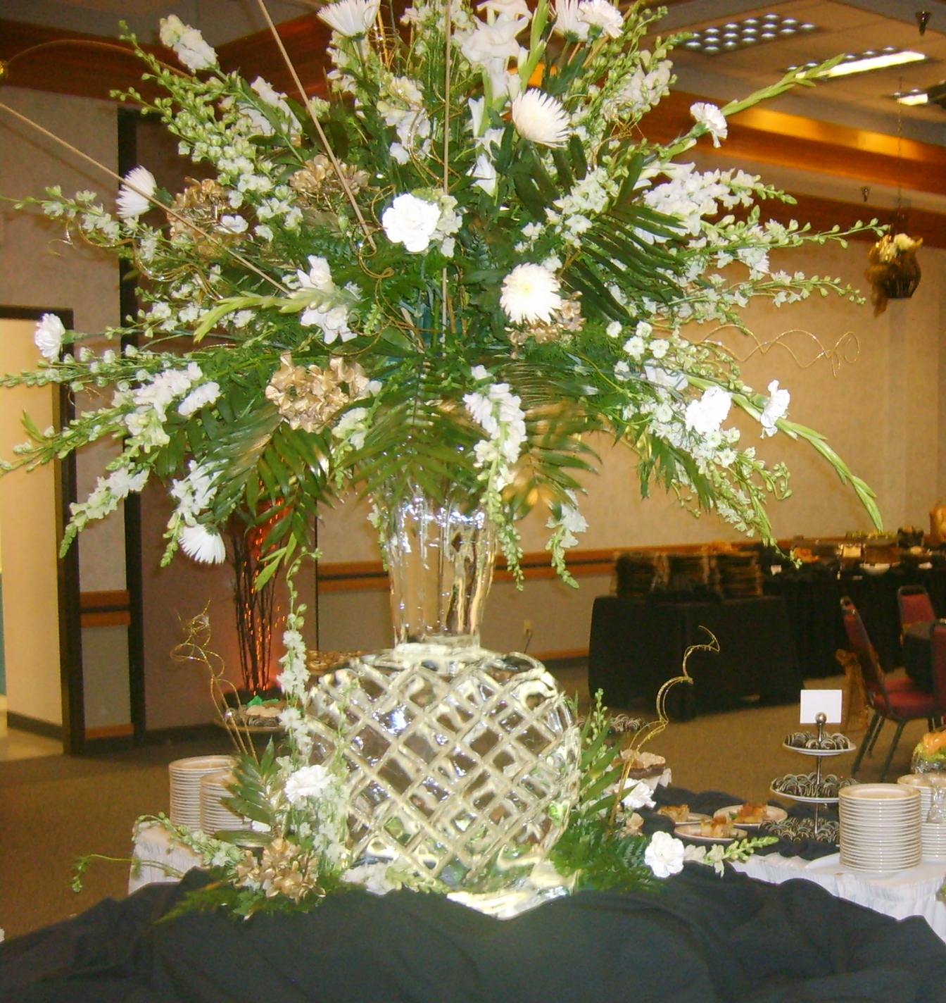 Rotary gold 2012 ice vase with white flowers