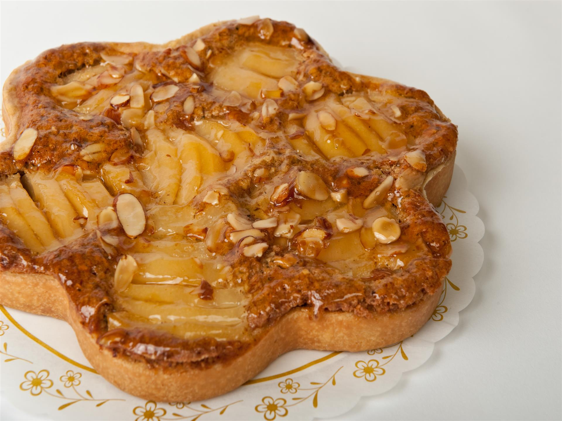 tart topped with apples