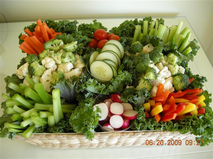 Vegetable horderves in a basket