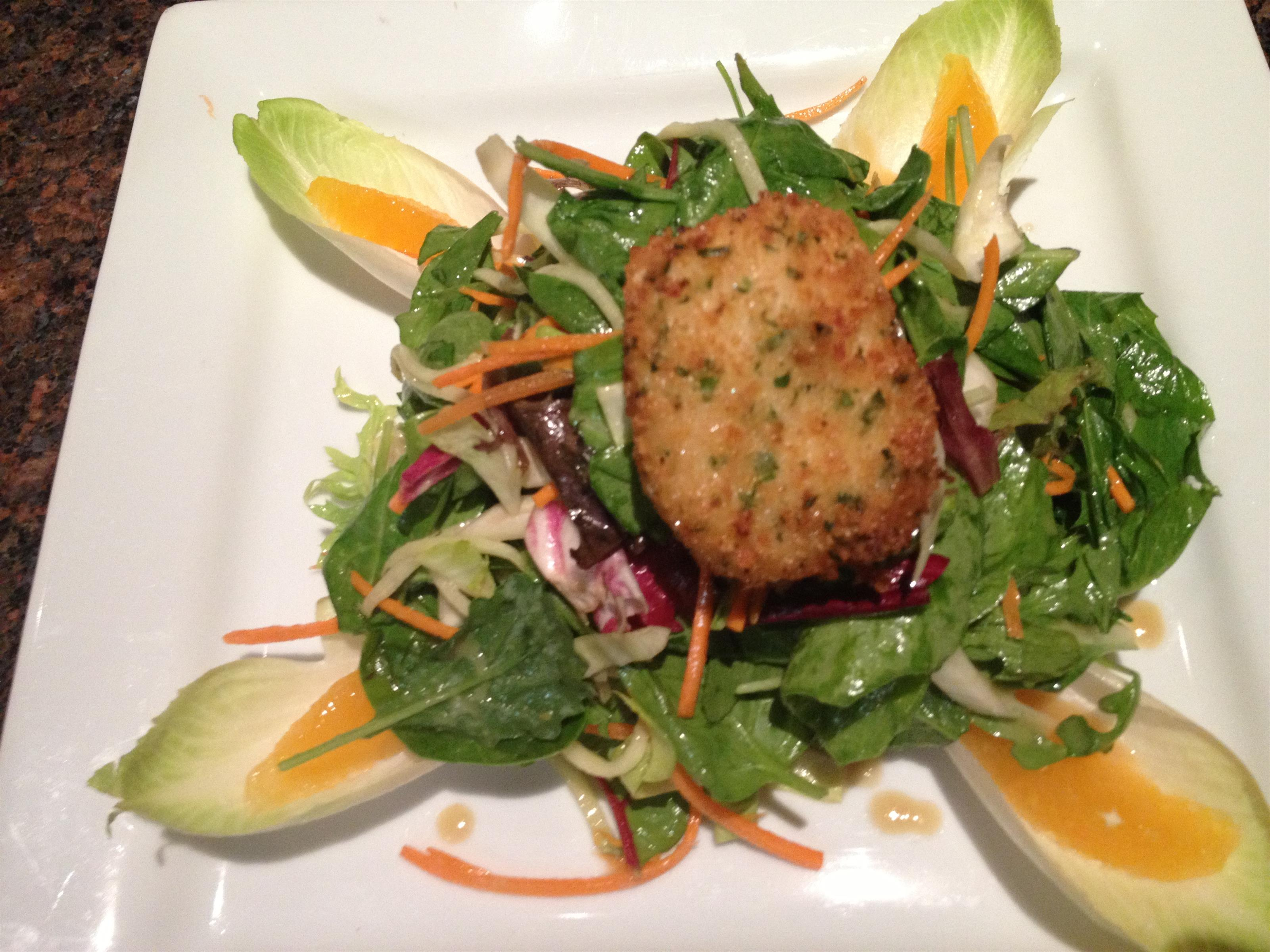 Crispy goat cheese salad