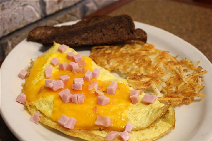 ham and cheese omelette with hashbrowns and rye toast