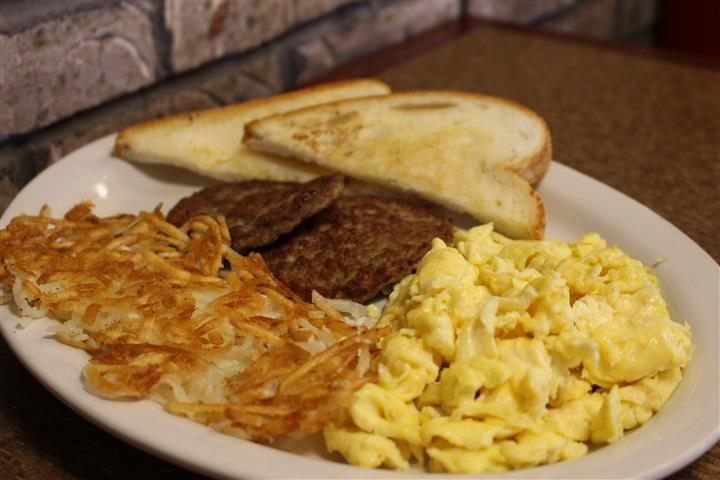 scrambled eggs woth white toast, hashbrowns and sausage patties