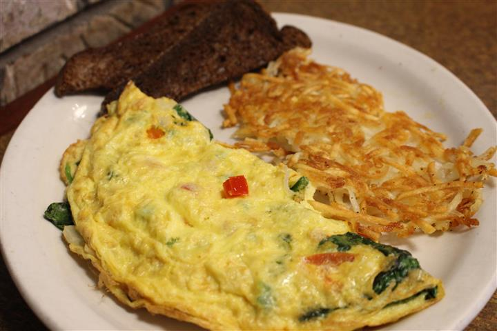 veggie omelette with hashbrowns and rye toast