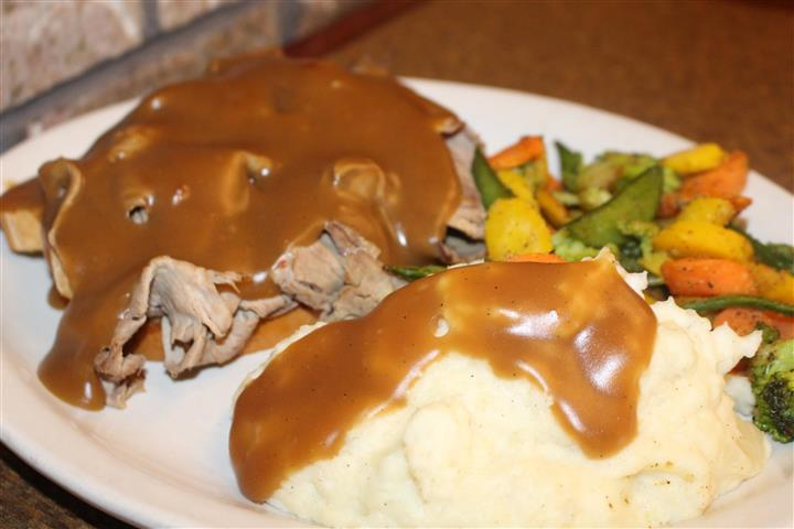 beef and mashed potatoes with gravy