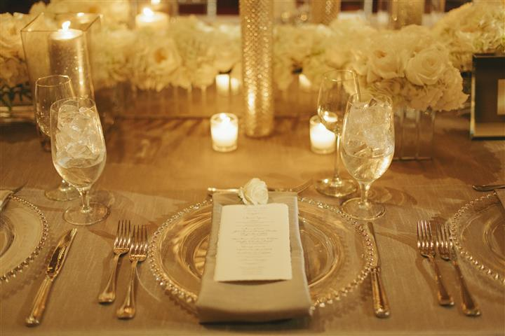 placesetting with gray napkin