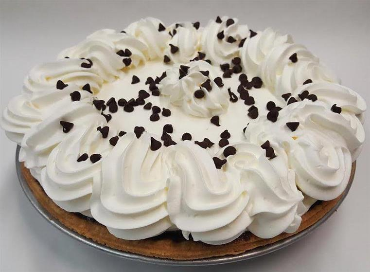 Chocolate pie with vanilla cream and chocolate chips