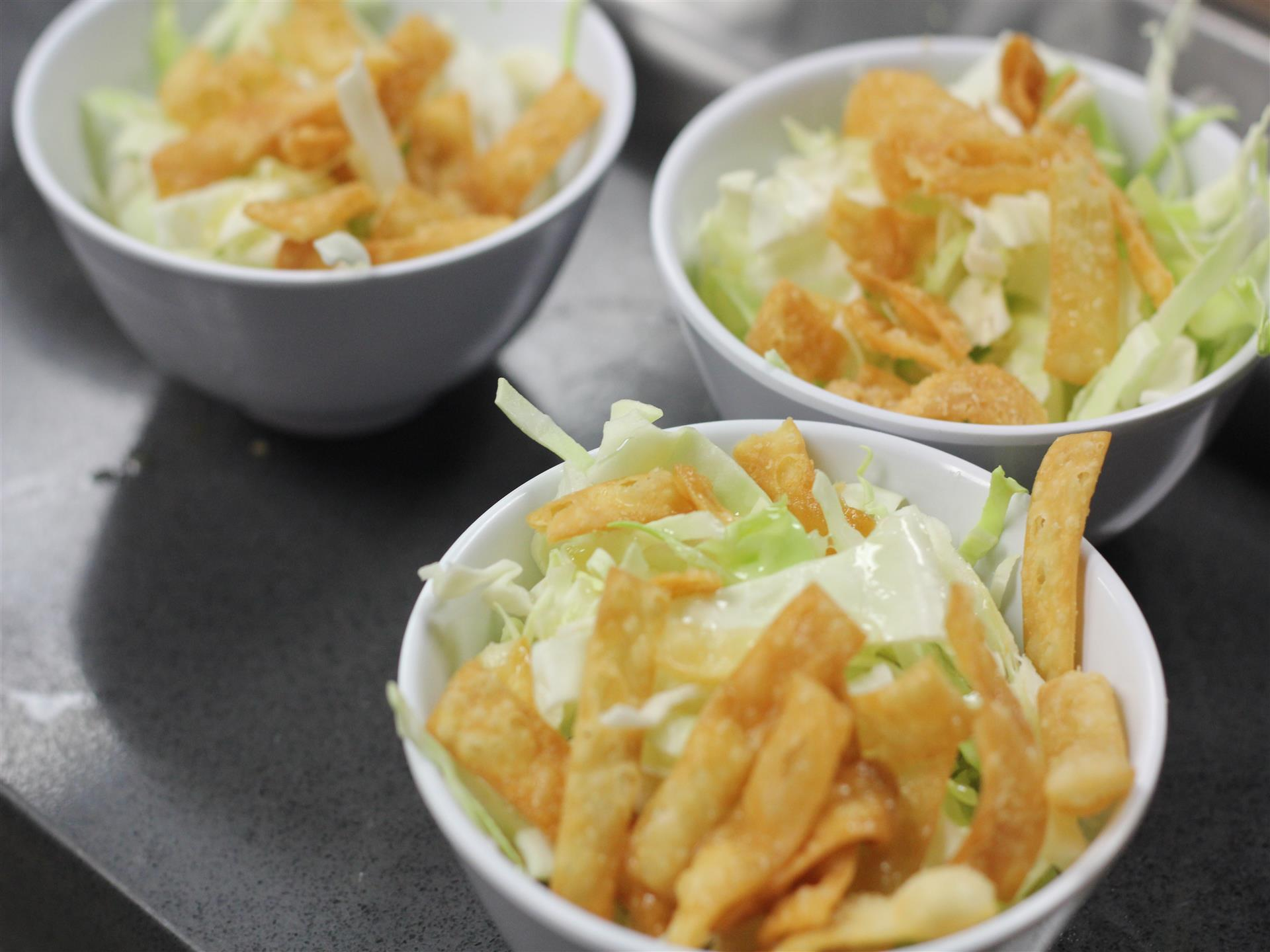 Wontons and lettuce in bowls