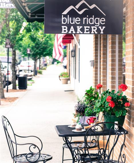 Outside seating in front of Blue Ridge Bakery