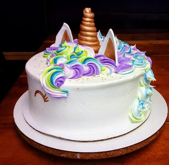 cake decorated like a unicorn