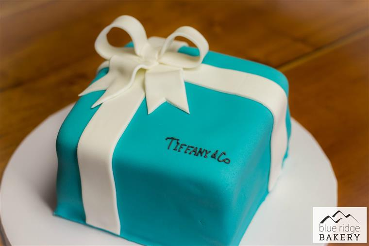 Tiffany & Co. box shaped cake