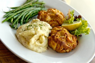 crabcakes, mashed potatoes and green beans