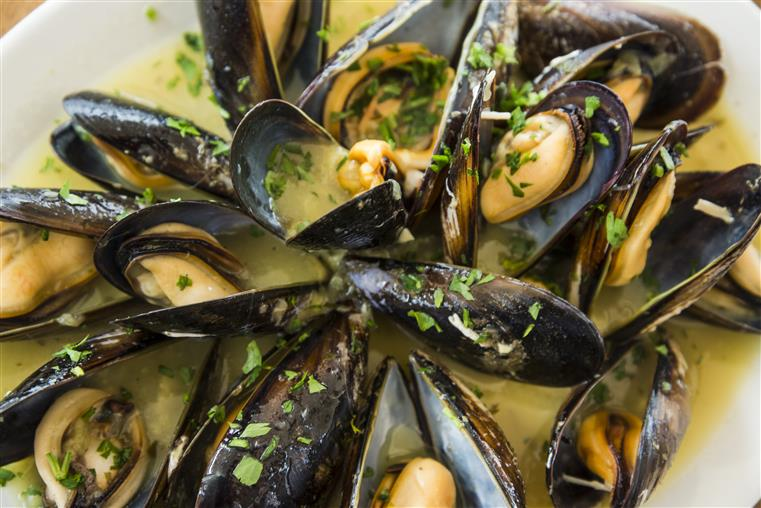 steamed mussels in a butter sauce