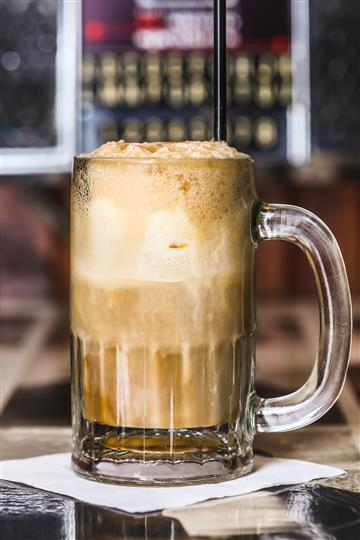 A soda float in a glass mug