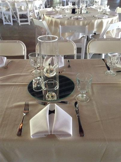 Glass vase on the center of a table with a tablesetting