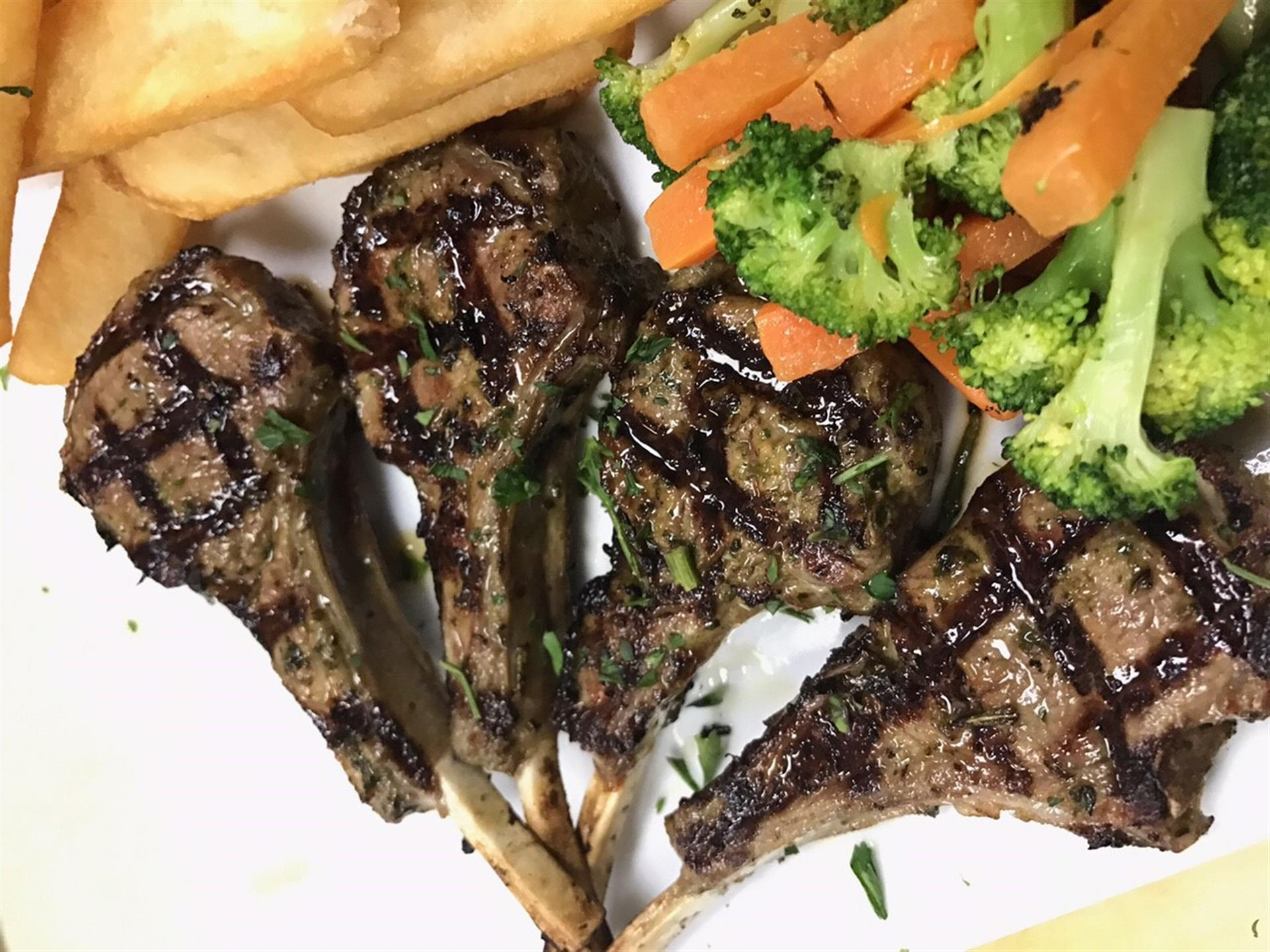 four lamb chops with mixed vegetables