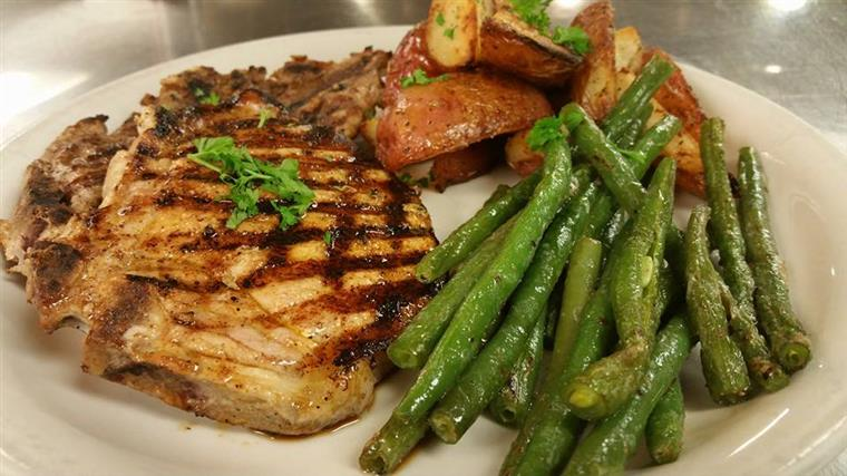 steak, roasted potatoes and asparagus