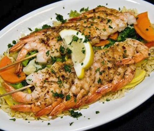 shrimp skewers with lemon and rice
